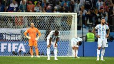 El 3 a 0 decorativo. Caballero, Mercado, Acuña y Otamendi, sin respuestas. Argentina perdió mucho más que por esa diferencia de goles, no tuvo atisbos de recuperación desde el primero, por culpa de Caballero.