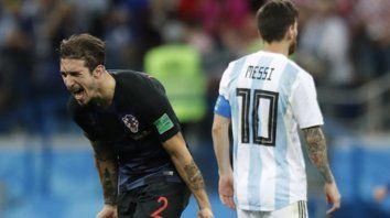 Las dos caras. Lo grita Vrsaljko y lo sufre Messi, en uno de los goles croatas. Argentina quedó muy mal parada en la pelea por llegar a los octavos de final del Mundial.