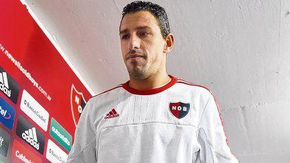 El anuncio. Más allá del deseo de volver a Newells, la Fiera optó por continuar por seis meses más en Peñarol.
