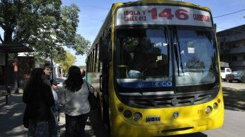 El violento incidente se produjo en un colectivo de la línea 146.
