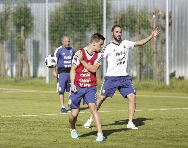 El día después. Lo Celso e Higuaín participaron de la práctica de hoy bajo la mirada de Sampaoli.