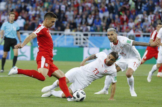 La selección de fútbol de Suiza dio vuelta el marcador y quedó al borde de la clasificación.