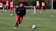 Otra época. Sarmiento, con la pelota durante una práctica. Por ahora no toca el balón y hace tareas de recuperación.