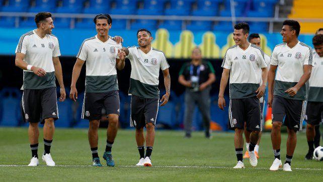 Distendidos. La gran victoria ante los campeones mundiales instaló la felicidad en el plantel mexicano. Hoy buscará seguir así.