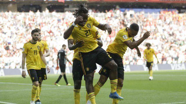 El equipo belga festeja un triunfo contundente.