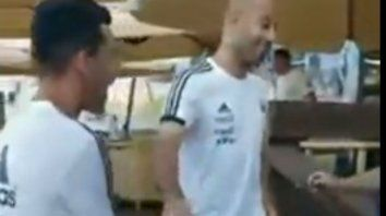 Me c... a trompadas, el irónico video entre Mascherano y Pavón