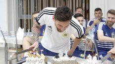 31. Messi solpa las velitas en la concentración enBrónnitsy.