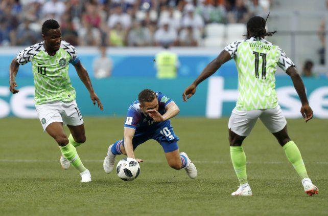 Una de las figuras de Nigeria jugará ante Argentina pese a estar fracturado