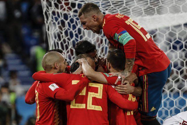 España terminó primero en su grupo y jugará con Rusia