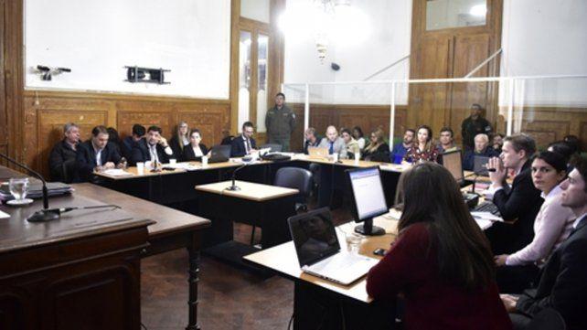 En la audiencia. Ayer realizó sus alegatos el fiscal Federico Reynares Solari. El juicio prosigue el jueves con las exposiciones de las defensas.