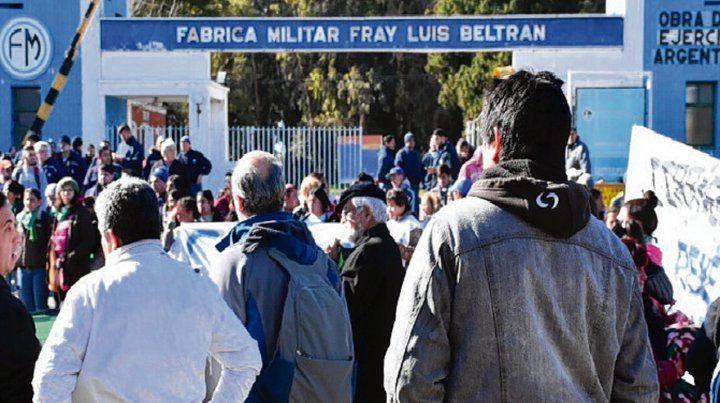 Fray Luis Beltrán. Hubo un acto frente al ingreso a la Fábrica Militar.