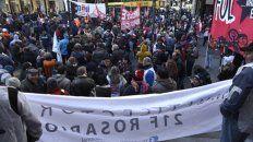 Protesta. La CTA-A, los gremios docentes y estatales de Rosario, la Coad y la federación nacional de obreros aceiteros, entre otros, se concentraron en Corrientes y Córdoba.