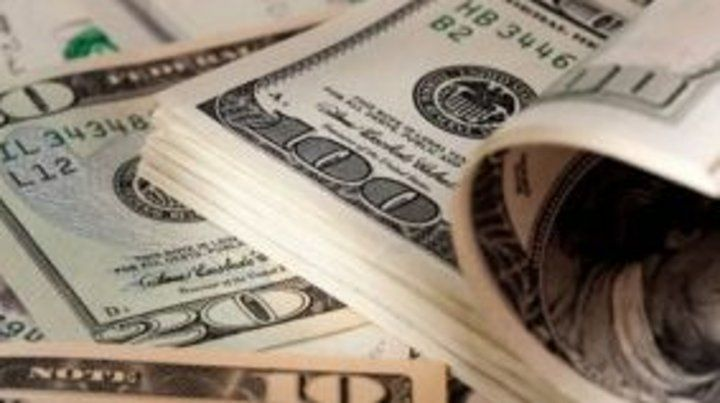 El dólar operó en baja y quedó en $27,6