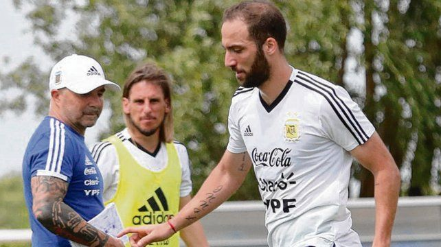 Pipa de entrada. Higuaín sería titular en lugar de Agüero buscando más goles.