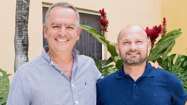 Amistad. Joseph Joseph y Adrián Gau en la llegada de la delegación rosarina.