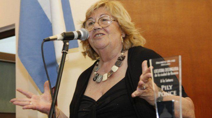 Pily Ponce fue reconocida en 2013 como locutora distinguida de Rosario.