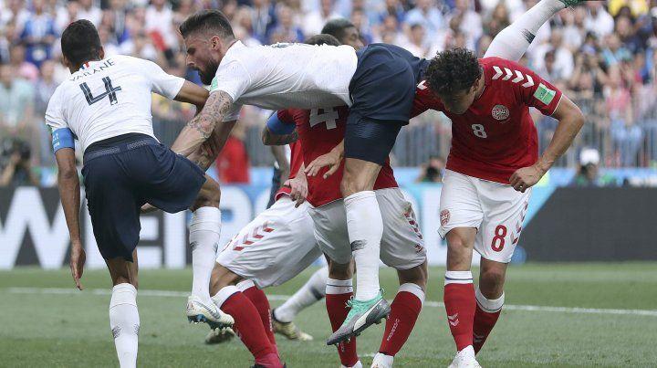 Francia y Dinamarca firmaron el empate en cero entre abucheos