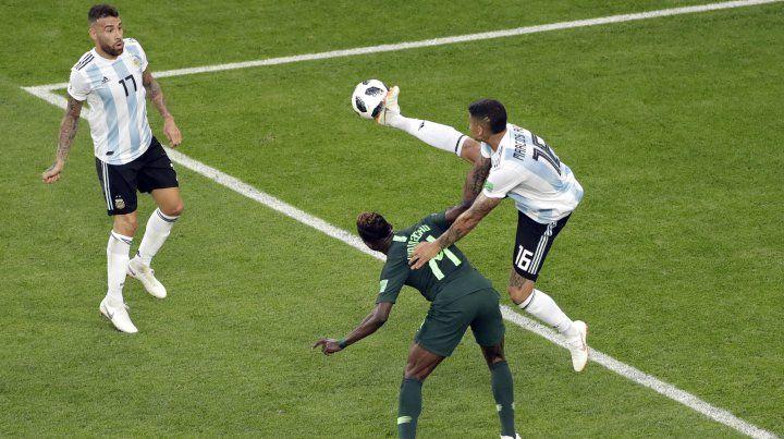 Una jugada polémica que pudo ser penal para Nigeria