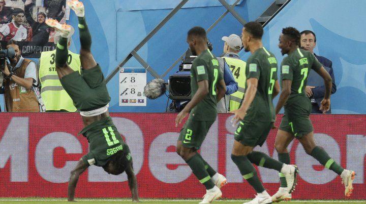 Le cobran penal a Mascherano y Nigeria empata el partido
