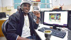 Marche un mate. Osinachi Christian Ebere, el jugador de Central de origen nigeriano, compartió los 90 minutos del partido en la redacción sin perder la calma.