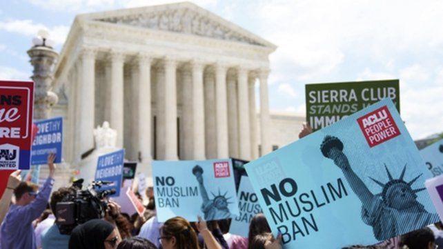 Rechazo. Protesta frente al Capitolio en rechazo a las medidas de Trump para desalentar la llegada de sin papeles.