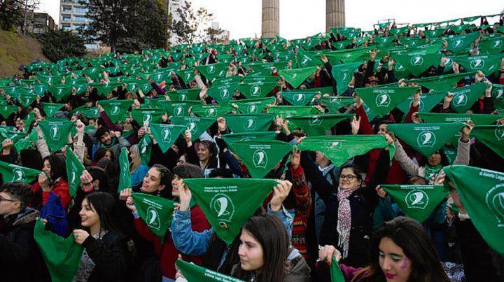 lienzos verdes. Levantaron los pañuelos en las escalinatas.