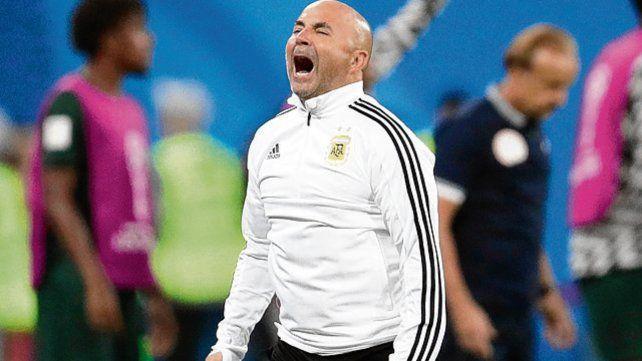 A grito pelado. Sampaoli valoró la reacción que exhibieron los jugadores.