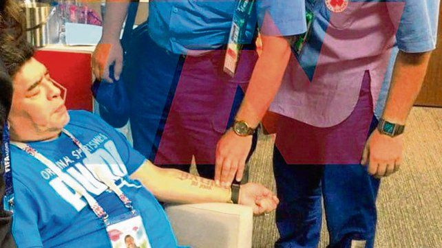 El show de Maradona terminó con asistencia médica en el estadio