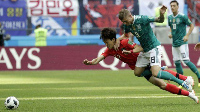 Alemania se juega la clasificación ante los coreanos.