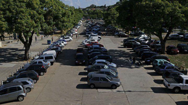 Los grandes estacionamientos son uno de los lugares donde actúan los delincuentes.