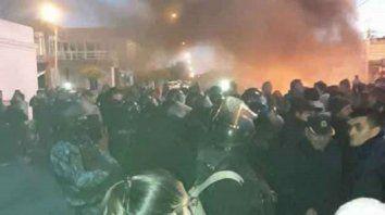 Reprimieron con gases y balas de goma a los docentes que se manifestaron en Chubut.