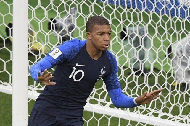 Mbappé tiene sólo 19 años y un enorme futuro por delante. Juega en PSG.