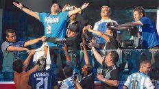 Gloria a Dios. Tras el gol de Messi ante Nigeria, Maradona se puso de pie en el palco, abrió los brazos y miró al cielo. La imagen con Diego orando se viralizó y publicó en medios de todo el planeta.