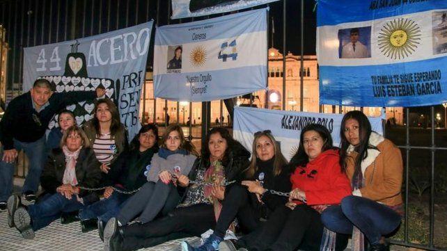 Sentimos abandono por parte del gobierno y de la Armada. Manifestamos nuestro dolor viniendo a acampar a la Casa Rosada
