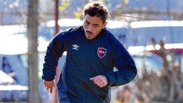 Referente rojinegro. Hernán Bernardello se mueve durante la práctica en Bella Vista. El plantel trabajó ayer en doble turno.