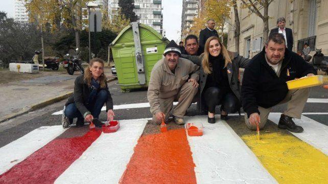 Ediles pintaron la calle frente al Concejo por el Día del Orgullo Gay