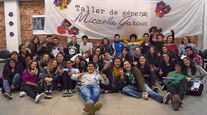 Chicas y chicos que participaron del Taller Micaela García para hablar derechos y educación.