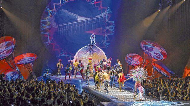 Pura magia. El espectáculo del circo canadiense inspirado en la vida y  obra del grupo Soda Stereo cuenta con 36 artistas en escena.