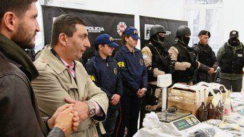 A la vista. El ministro Maximiliano Pullaro y el jefe de la PDI, Daniel Corbellini.
