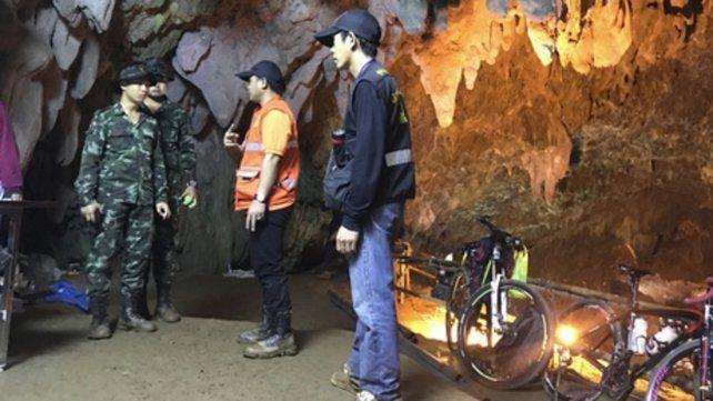 Militares extranjeros se suman al rescate de doce niños en una cueva