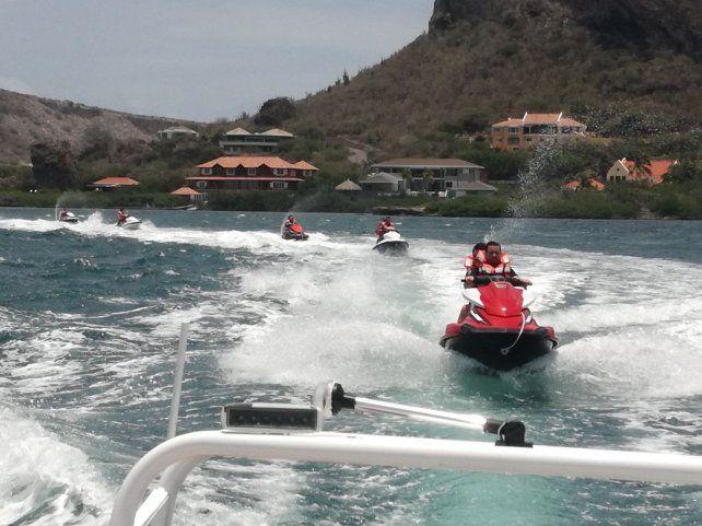 El jet ski es una de las fascinantes excursiones que se pueden hacer en Curazao.