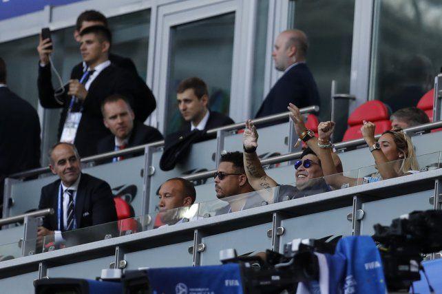 Maradona vio el partido mucho más tranquilo