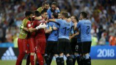 El equipo uruguayo celebra el pase a cuartos de final.