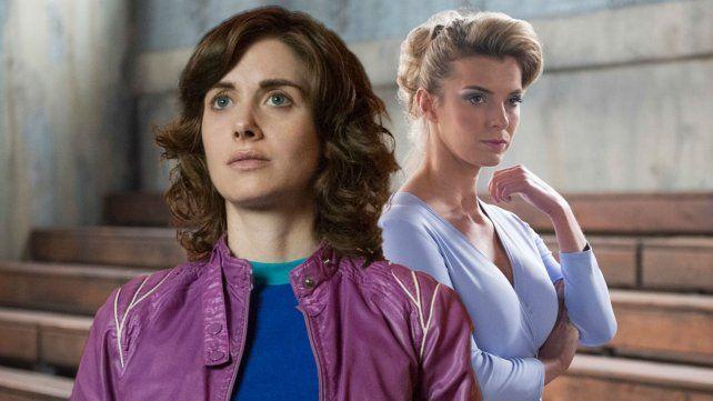 Alison Brie (al frente) y Betty Gilpin personifican a dos actrices que terminan trabajando en un exitoso show de lucha libre femenina.
