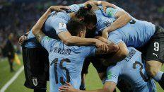 Matador. Cavani celebra el primer gol ante los portugueses, luego de una atractiva combinación con Luis Suárez. Uruguay crece con la potencia de su ataque.