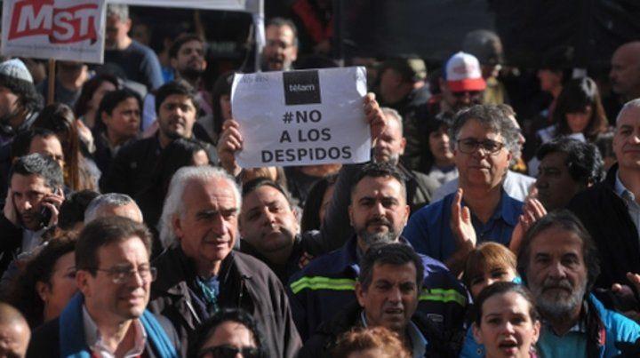 Periodistas se manifiestan contra los despidos llevados adelante en la agencia de  noticias Telam.