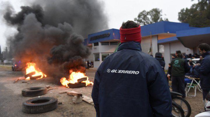 Piden la reincorporación de los trabajadores despedidos de Guerrero