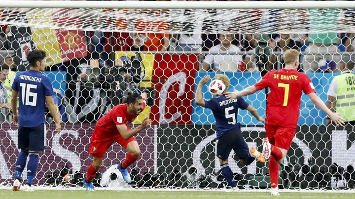 Chadli empuja la pelota al fondo del arco japonés y sella una sufrida clasificación de Bélgica.