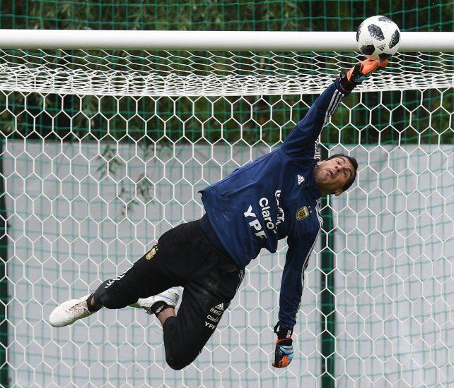 Una gloria del fútbol alemán aseguró que Guzmán debió atajar en el Mundial