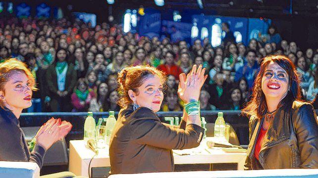 Más de 1.200 mujeres colmaron las instalaciones del teatro Vorterix para asistir al conversatorio con Dolores Fonzi